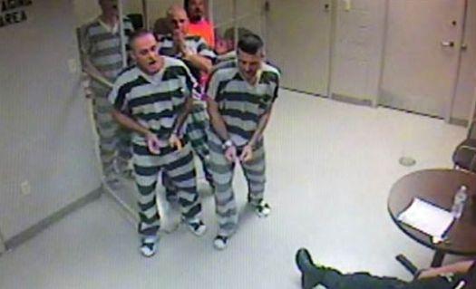 Vidéo Le geste héroïque de huit prisonniers américains envers un gardien