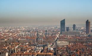 Lyon et sa pellicule de pollution. (illustration)