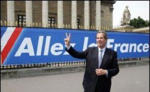 """L'Assemblée nationale a apporté mardi un soutien remarqué à l'équipe de France de football, en accrochant sur la grille principale du Palais-Bourbon une large banderole """"Allez la France"""", à la veille de la demi-finale du Mondial France-Portugal mercredi soir à Munich."""