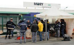 Des employés grévistes de Mory-Ducros le 29 janvier 2014 à Lesquin