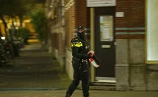 Un policier lors de l'arrestation d'Anis Bahri, un Français de 32 ans à Rotterdam, le 27 mars 2016