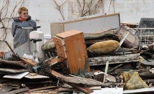 Après l'évaluation de la situation, le 4 mars 2010, il faut nettoyer les dégâts causés par la tempête Xynthia.
