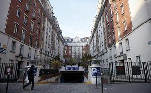 Geoffroy Boulard, adjoint au maire UMP du 17e, possède un logement social au numero 7 de cet ensemble immobilier situé square de la Dordogne à Paris, le 3 décembre 2013.