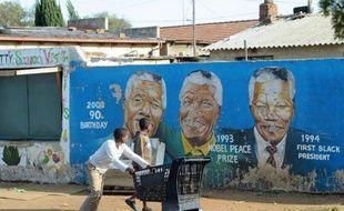 L'ancien président sud-africain Nelson Mandela, hospitalisé mercredi soir pour une infection pulmonaire, s'est bien reposé dimanche et son état de santé continue à s'améliorer, a annoncé la présidence.