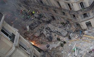 Une violente explosion, probablement causée par une fuite de gaz, a fait au moins quatre morts