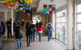 Des élèves dans un lycée à Limay dans les Yvelines.