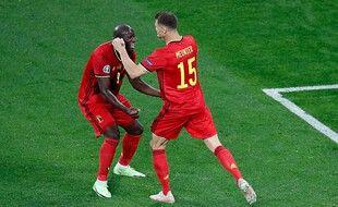 Thomas Meunier et Romelu Lukaku dans les bras de l'un de l'autre, le 12 juin 2021.