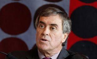 """Le ministre délégué au Budget, Jérôme Cahuzac, a longtemps détenu """"un compte bancaire non déclaré"""" en Suisse, affirme mardi le site d'informations Mediapart, mais l'intéressé a immédiatement démenti en dénonçant des """"propos diffamatoires""""."""