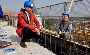 Laurent Wauquiez, le président LR de la Région Auvergne-Rhône-Alpes a instauré une brigade de la langue française sur les chantiers.