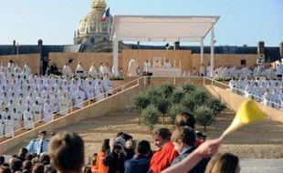 """Benoît XVI a lancé un vibrant appel aux vocations religieuses, qui connaissent une baisse constante en France, s'exclamant """"n'ayez pas peur de donner votre vie au Christ!"""", devant 260.000 fidèles, selon la police, lors d'une messe sur l'esplanade des Invalides à Paris.I"""