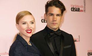 Scarlett Johansson et Romain Dauriac à Paris, le 28 février 2014.
