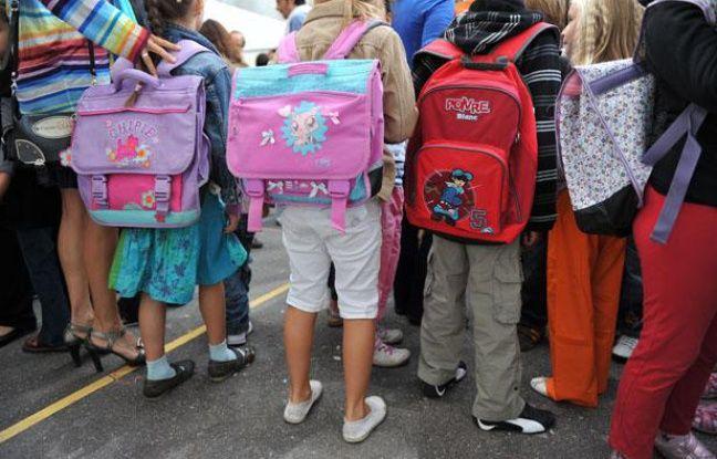Rentrée des classes en école primaire. Ecole primaire Chaptal dans le 9e arrondissement de Paris. Cartables, Sacs de classes.