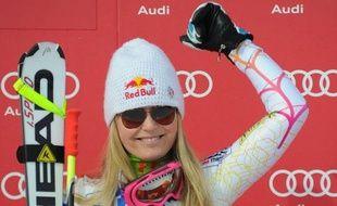 L'Américaine Lindsey Vonn a remporté samedi la descente de St-Moritz, sa 8e victoire de la saison en Coupe du monde de ski alpin et sa deuxième du week-end, devant l'Allemande Maria Höfl-Riesch et la skieuse du Liechtenstein, Tina Weirather.
