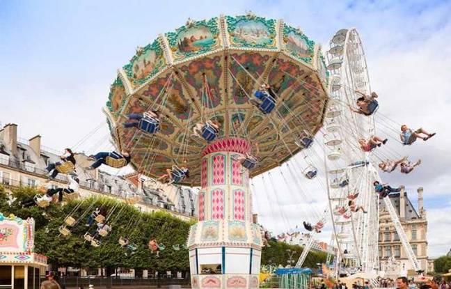 Vue sur un des manèges phares de la fête des Tuileries