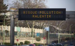 Le 4 mars 2013. Une alerte à la pollution aux particules fines à Paris. PHOTO : V. WARTNER / 20 MINUTES