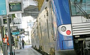 Un train en gare de Nice