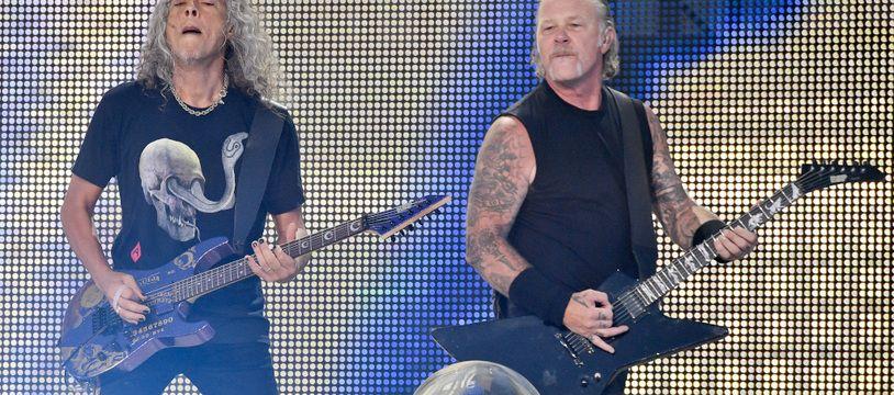 Les musiciens Kirk Hammett et James Hetfield de Metallica