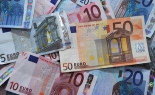 La crise économique et financière a entraîné un manque à gagner de près de 140 milliards d'euros par an pour la France, soit près de 7 points de produit intérieur brut (PIB), a révélé mercredi l'Insee, pour qui la récession en 2009 a été plus profonde encore qu'estimé jusqu'ici.