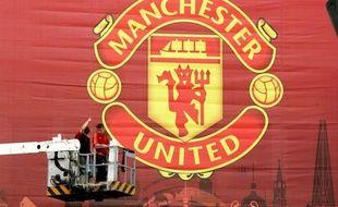 Le club de football anglais de Manchester United devrait entrer en Bourse vendredi à New York pour lever quelque 233 millions de dollars afin de réduire son énorme dette.