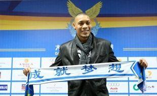L'attaquant international du Paris SG Guillaume Hoarau a signé mercredi un contrat de trois ans avec le club chinois du Dalian Aerbin, ont annoncé conjointement son nouveau club et l'ancien.
