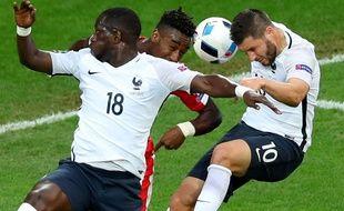 Sissoko et Gignac au duel lors de France-Suisse le 19 juin 2016.
