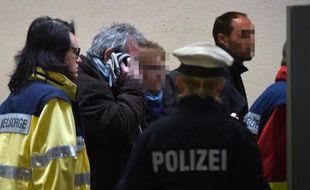 Les familles des victimes du crash de l'Airbus A320 de Germanwings le 26 mars 2015 à l'aéroport de Dusseldorf en partance pour Marseille