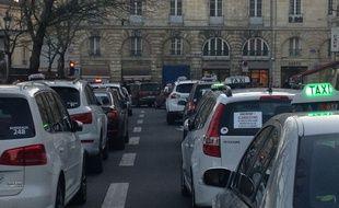 Bordeaux, le 10 fÈvrier 2014 - Des taxis manifestent dans Bordeaux pour protester contre UBER.