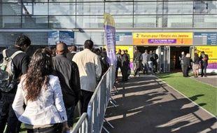Le Stade de France (93) a accueilli hier le 2e forum de l'emploi où Hicham, Mohamed et Ibrahim (de g. à dr.) ont tenté de décrocher un des 3000jobs proposés par 70exposants.