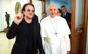 Le chanteur Bono et le pape François, le 19 septembre au Vatican.