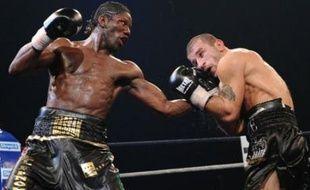 Le Français Hassam N'Dam est devenu champion WBA par intérim des poids moyens en battant aux points le Géorgien Avtandil Khurtsidze samedi soir au Palais des Sports de Paris.