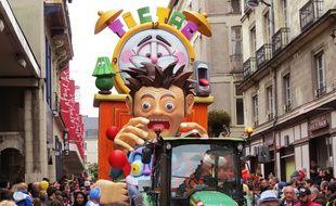 Le char «Destination jet lag», au carnaval de Nantes 2016.