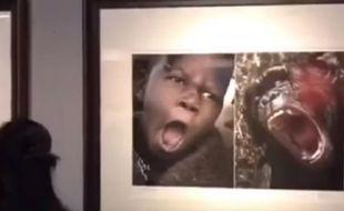 La douzaine de photos incriminées fait partie d'une exposition intitulée «Voici l'Afrique».