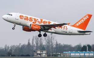 Un avion au décollage de l'aéroport de Lille-Lesquin