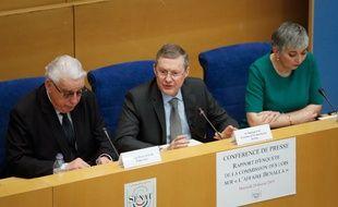 Le président de la commission d'enquête sénatoriale, Philippe Bas, et les corapporteurs, Jean-Pierre Sueur et Muriel Jourda lors de la conférence de presse sur les conclusions de l'affaire Benalla, le 20 février 2019, au Sénat.