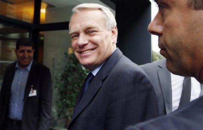 """Comme l'Allemagne le martèle depuis des mois, la France a reconnu mercredi que les euro-obligations ne verraient pas le jour avant """"plusieurs années"""", mais plaide toujours avec insistance pour de premières étapes rapides vers cette mutualisation des dettes européennes."""