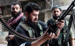 Des soldas de l'armée rebelle syrienne, le 1er avril 2013 près d'Alep.