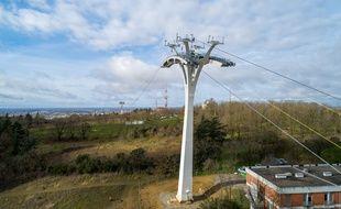Les cinq pylônes du téléphérique urbain ont été mis en place.