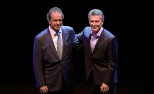 Michel Scioli et Mauricio Macri, candidats à la présidence de l'Argentine, le 15 novembre 2015 à Buenos Aires