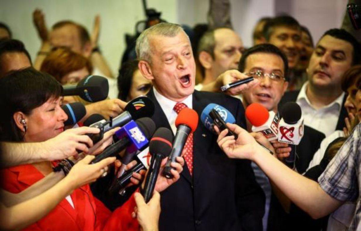 La coalition de centre-gauche au pouvoir en Roumanie, l'Union sociale-libérale (USL), est largement en tête à l'issue des élections municipales et départementales de dimanche, selon des premiers résultats officiels publiés lundi. – Andrei Pungovschi afp.com