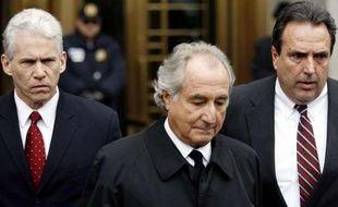 Bernard Madoff en mars 2009 à la sortie de la Cour fédérale américaine.