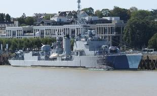 Le Maillé-Brézé, ancien navire de guerre devenu musée-naval, amarré quai de la Fosse à Nantes.