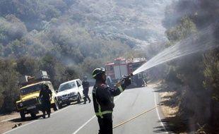 Les flammes continuaient de menacer lundi le parc de Garajonay, aux Canaries, rare témoin des forêts subtropicales qui poussaient en Méditerranée il y a plusieurs dizaines de millions d'années, après avoir déjà dévoré 3.100 hectares sur l'île de La Gomera.