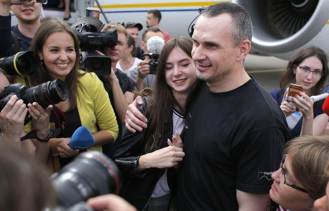 VIDEO. La Russie et l'Ukraine échangent 70 prisonniers, dont le cinéaste Oleg Sentsov