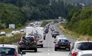 Les immatriculations de voitures neuves ont continué à progresser en janvier, de 0,5% en données brutes, grâce à la bonne performance des constructeurs nationaux, a annoncé lundi le Comité des constructeurs français d'automobiles (CCFA).