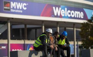 Des ouvriers sur le chantier du Mobile World Congress de Barcelone le 13 février 2020.