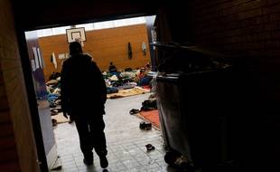 Le gymnase de Grande-Synthe, lieu d'abri des migrants, en mars 2018.