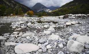 Témoin de la sécheresse, la rivière la Bleone, dans les Alpes du Sud.