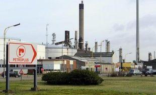 """Le groupe suisse Petroplus a annoncé mercredi avoir trouvé un """"accord provisoire avec ses prêteurs"""", incluant l'obtention de fonds pour financer ses dépenses essentielles et garantir la sécurité des opérations dans les raffineries de Coryton (Grande-Bretagne) et d'Ingolstadt (Allemagne)."""
