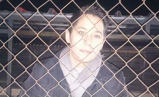 Déborah, derrière les grilles de sa cage du refuge Un gîte, une galle, où elle s'est volontairement enfermée depuis samedi.