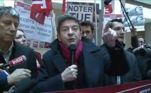 Capture d'écran d'une vidéo de la manifestation «andouillette AAAAA» organisée par Jean-Luc Mélenchon et le Front de gauche, pour protester contre l'emprise des agences de notations, à Paris, le 21 octobre 2011.